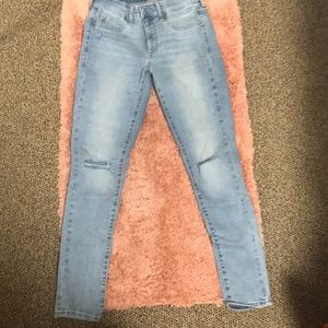 Denim jeans with holes in knee